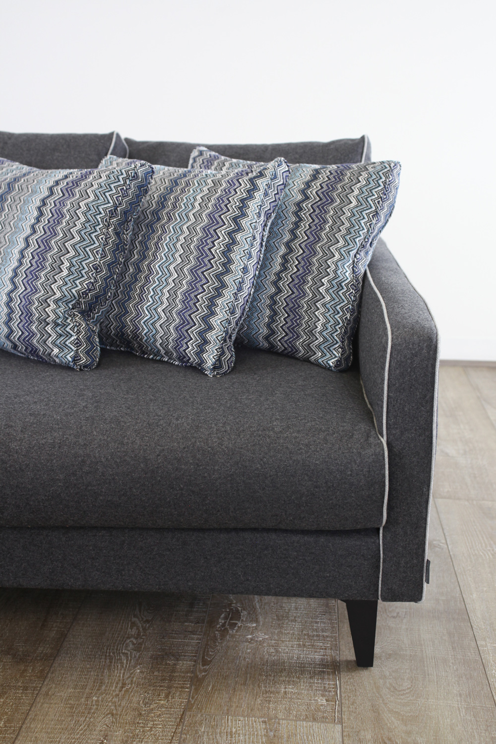 Camille-Sofa-Dark-Grey-the-rug-collection-04