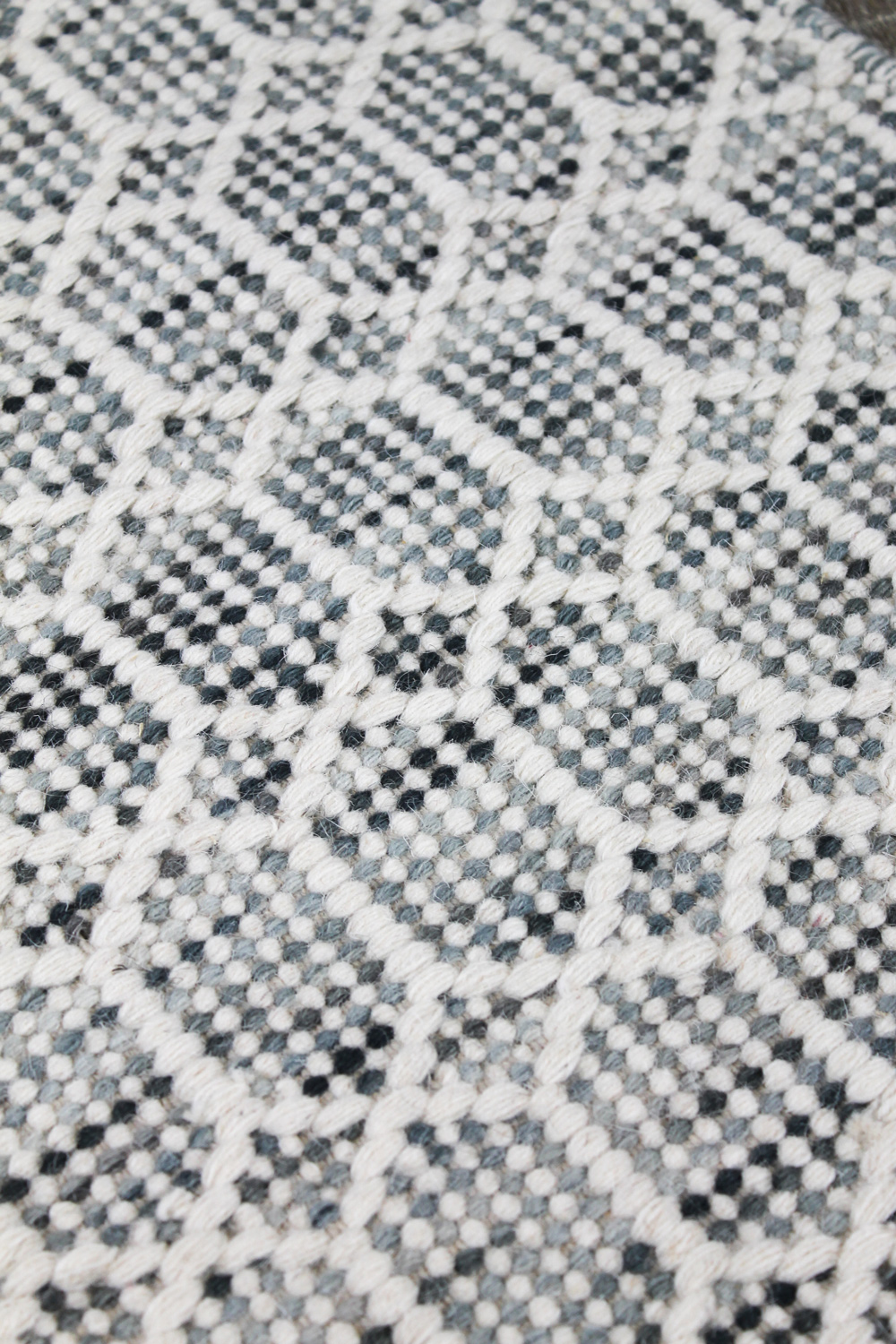 Nara-Denim-Ivory-grey-the-rug-collection-03